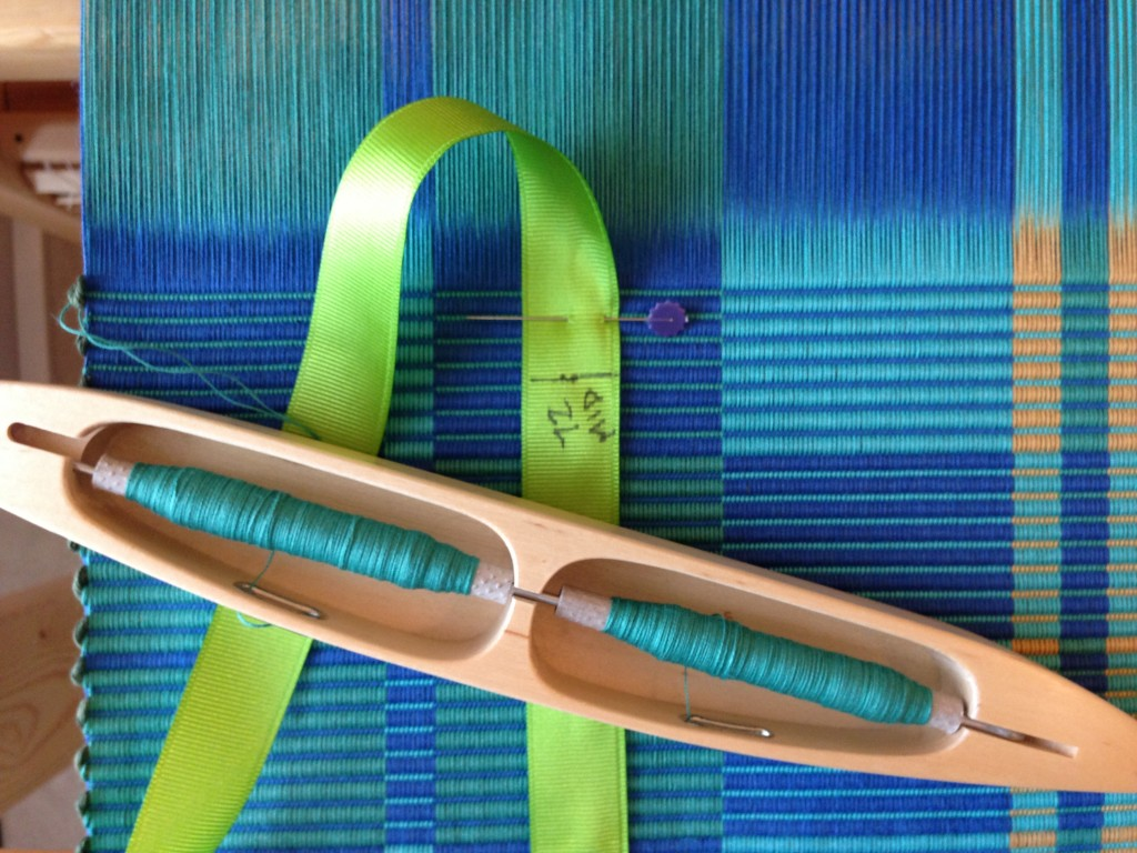 Ribbon measures advancing warp