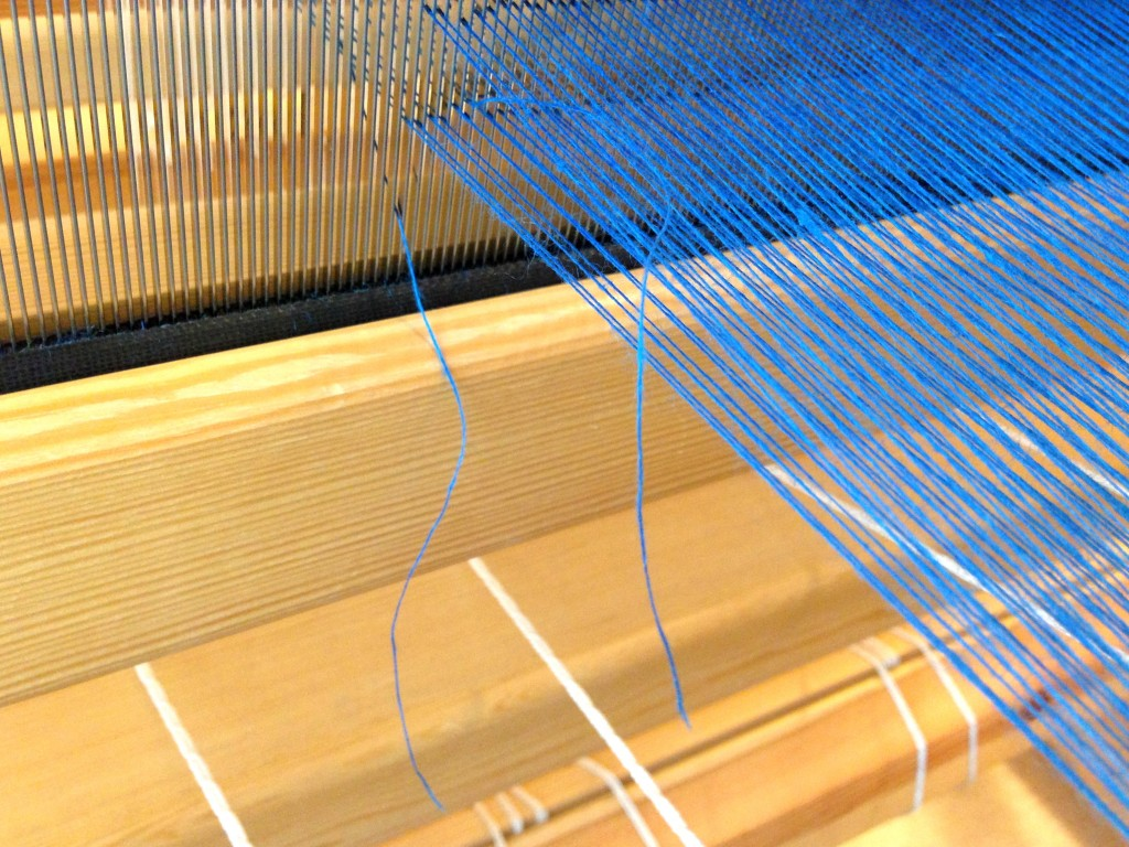 Linen singles warp with broken ends