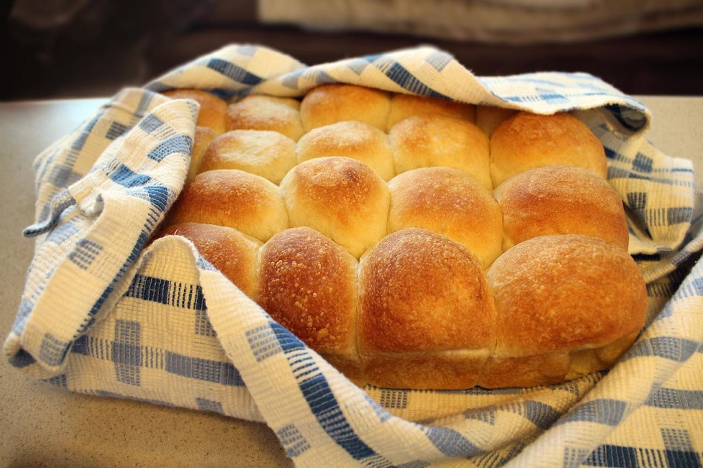 Steaming dinner rolls wrapped in handwoven cotton towel. Simple plain weave takes on elegance in this color-and-weave effect using thick and thin threads.