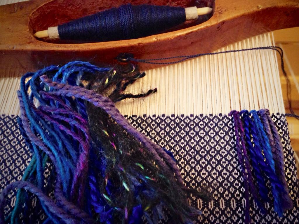 Tying rya knots. Fine wool for rosepath background.