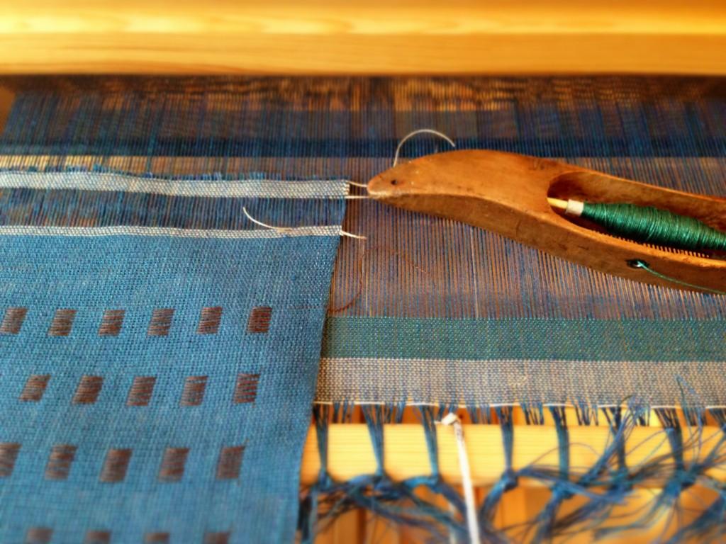 Dice weave in linen.