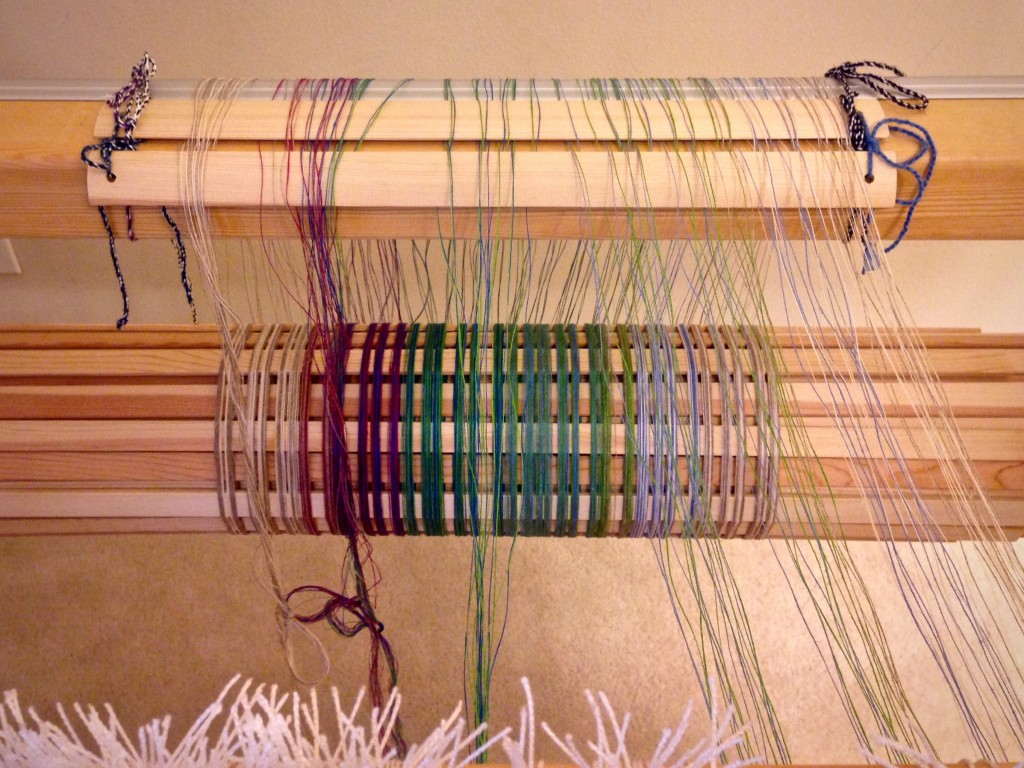 Dressing the loom with linen.