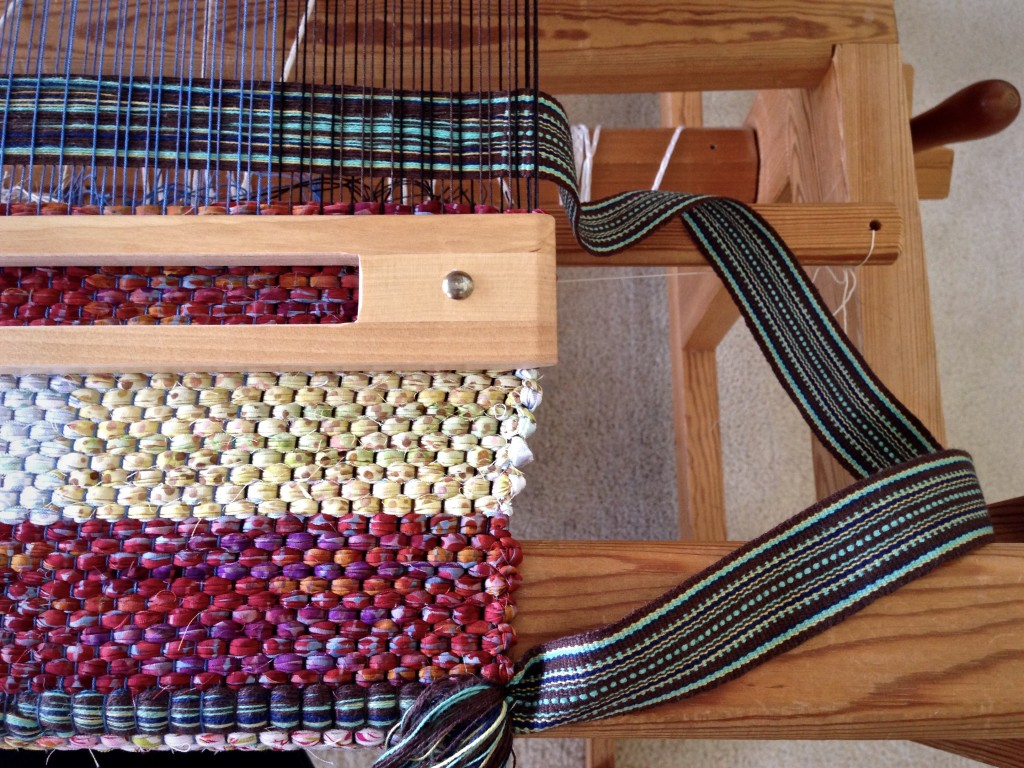 Inserting bag handles during weaving. Tutorial.