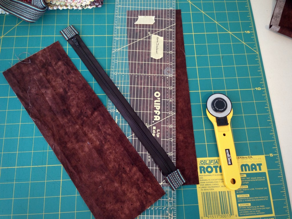 Making zipper insert for top of bag. Tutorial with pics.
