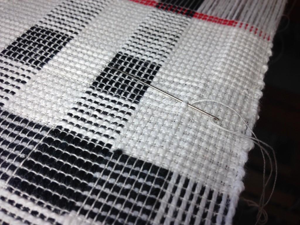 Replacing broken weft thread.