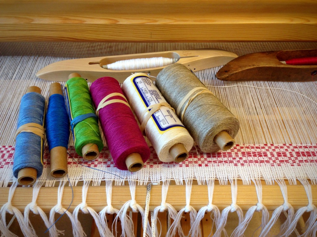 Linen stash - considering weft options.