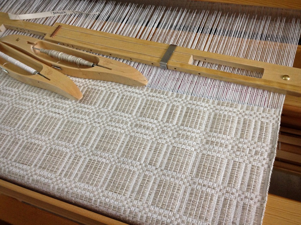 Halvdräll table squares on the loom. Elegant neutral tones.