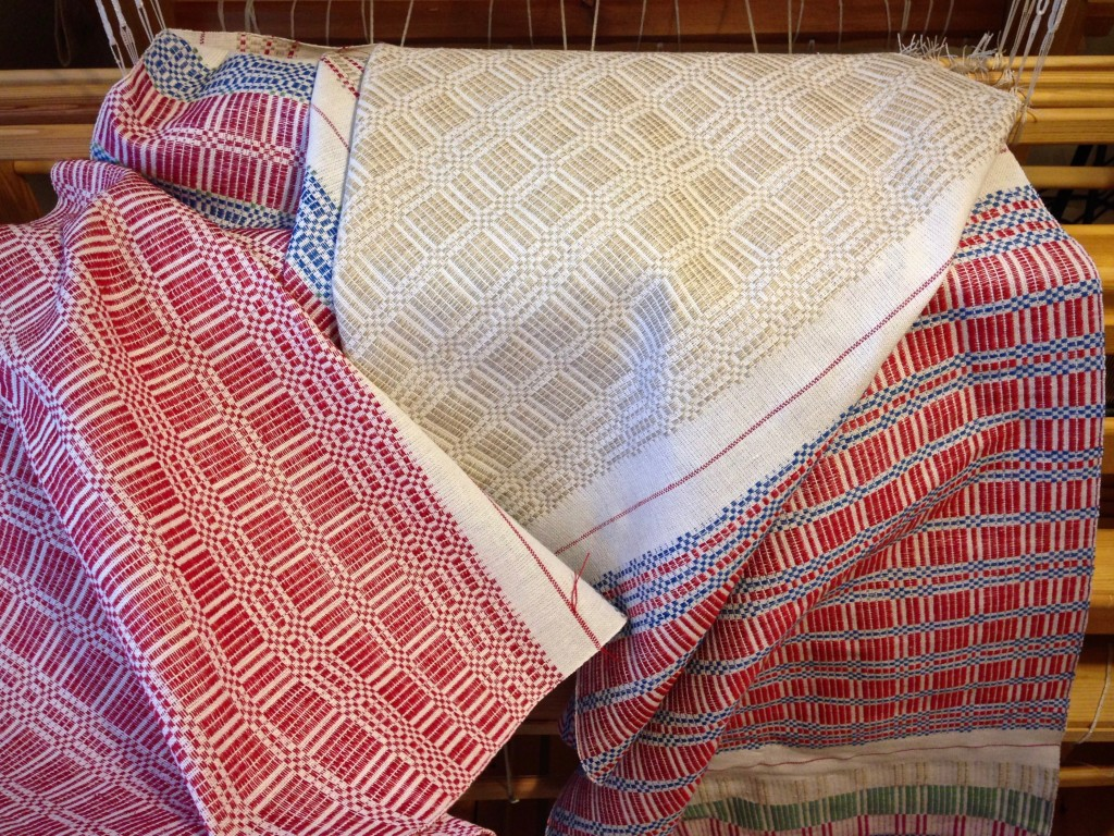 Halvdräll table squares, with linen pattern weft, just off the loom!
