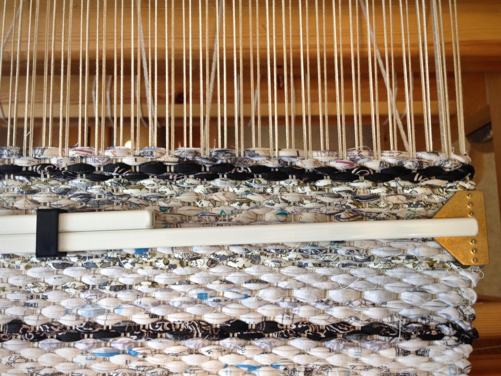 Rag rug on the loom. Thin stripe tutorial.
