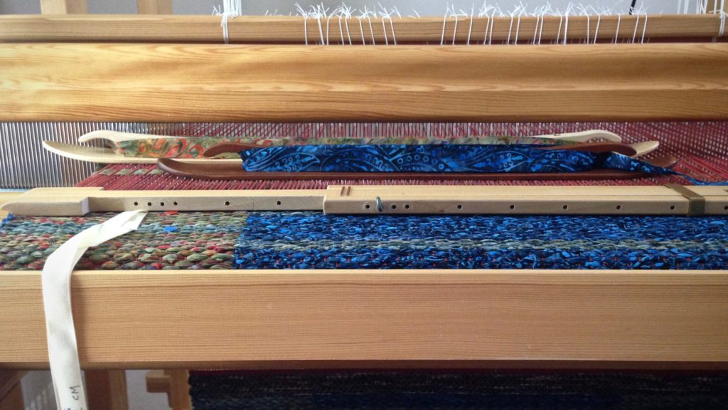 Why I like low profile ski shuttles for weaving rag rugs.