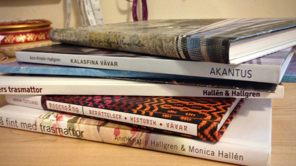 A few of my favorite Swedish weaving books.