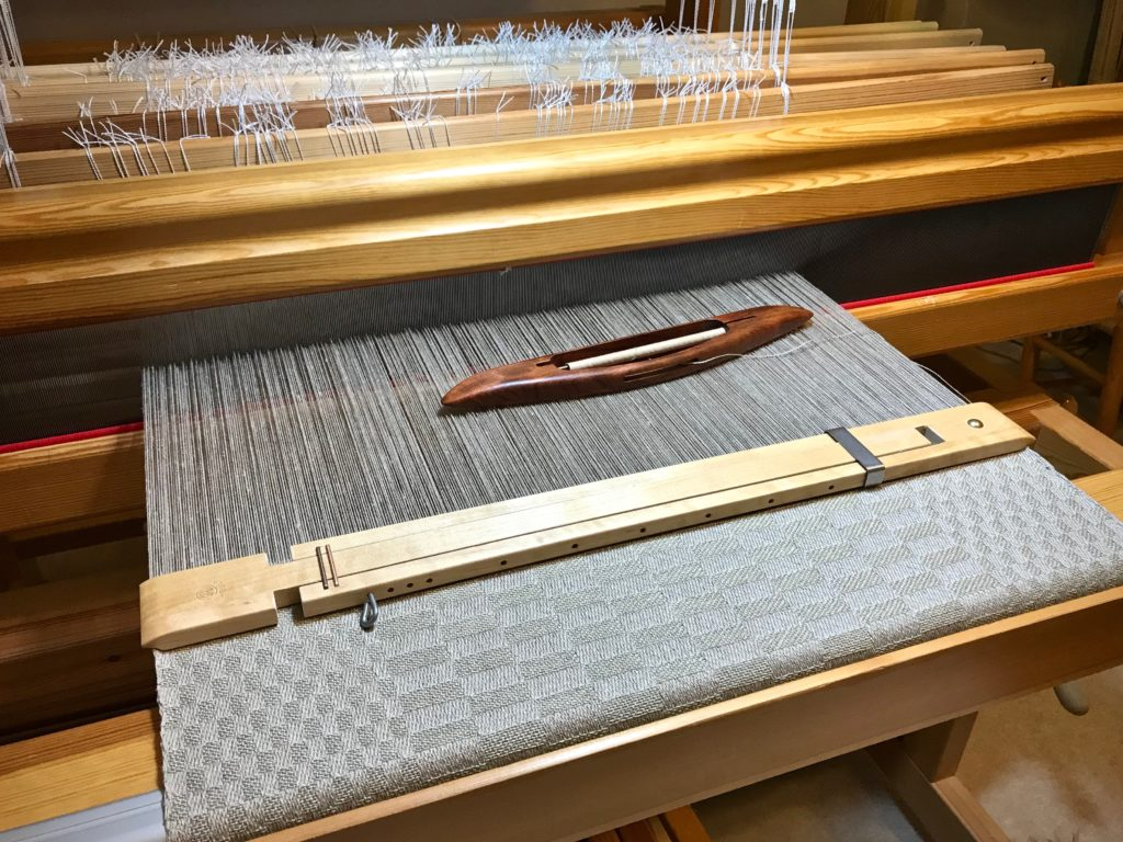 Linen satin dräll on the loom.