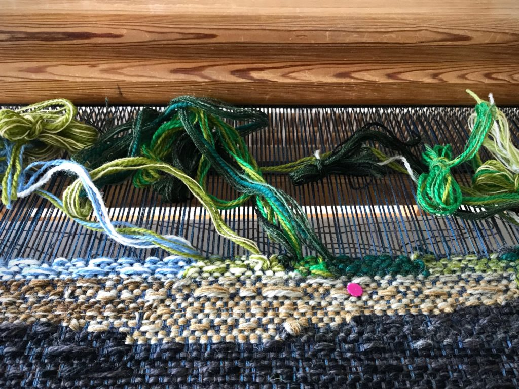 Testing new approach to tapestry weaving.