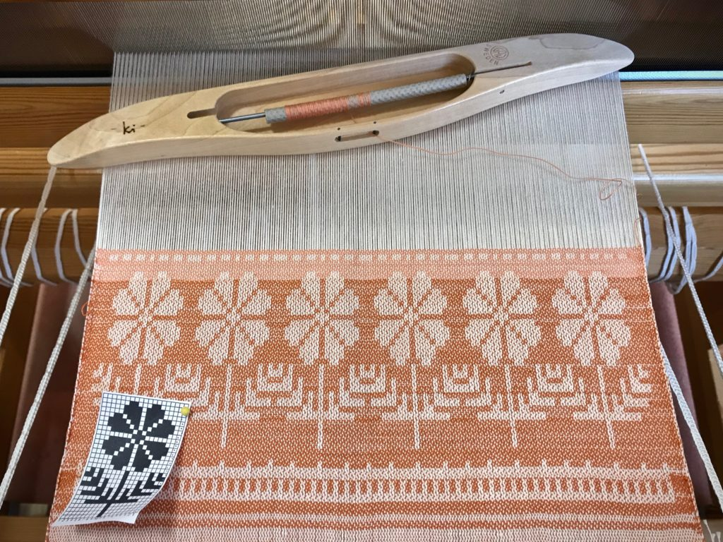 First project on my new drawloom. Pattern from Väv 1/2011.
