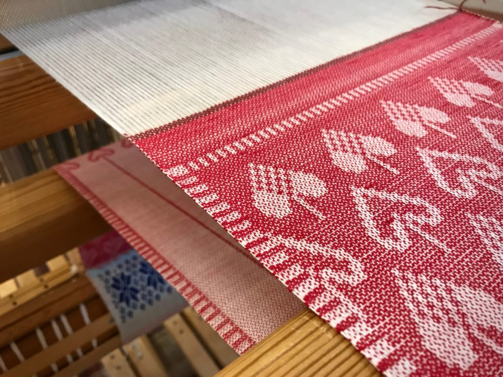 Table runner on the drawloom.