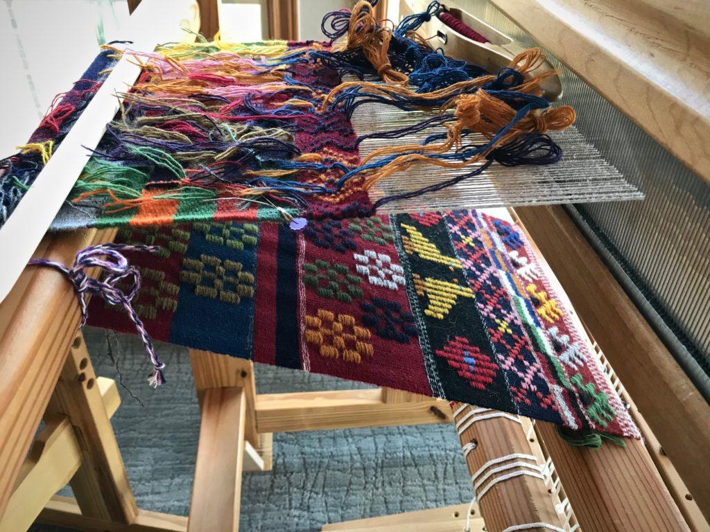 Weaving krabbasnår and other Swedish art weaves.