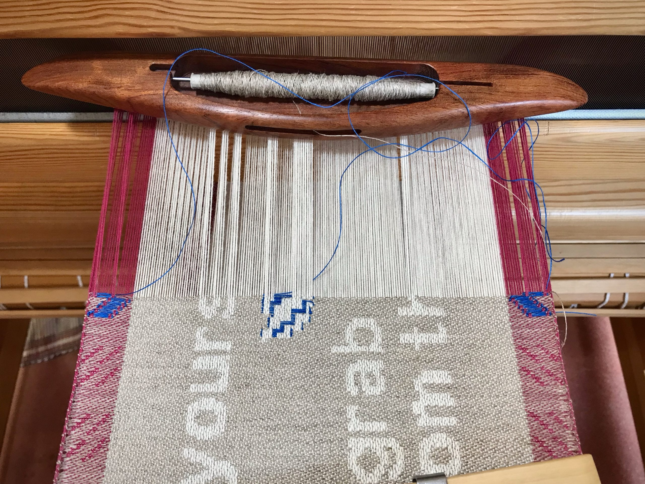 Blue linen inlay on the combination drawloom.