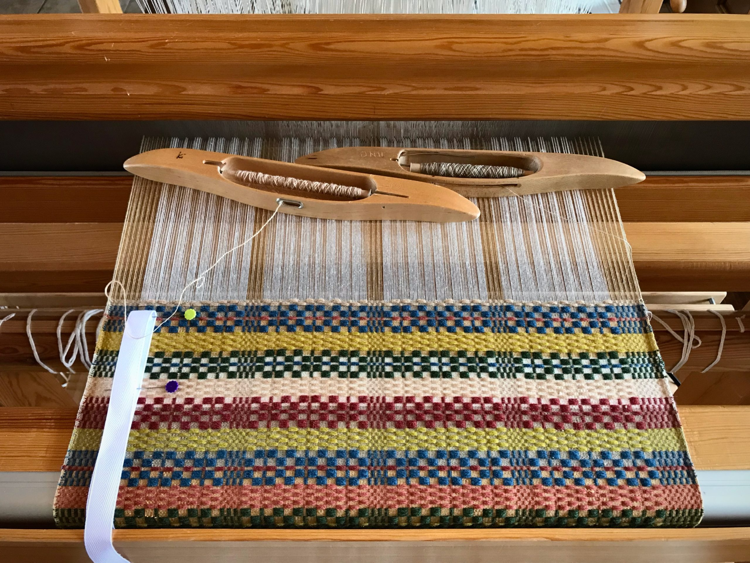 Weaving monksbelt in a mixed-colors palette.
