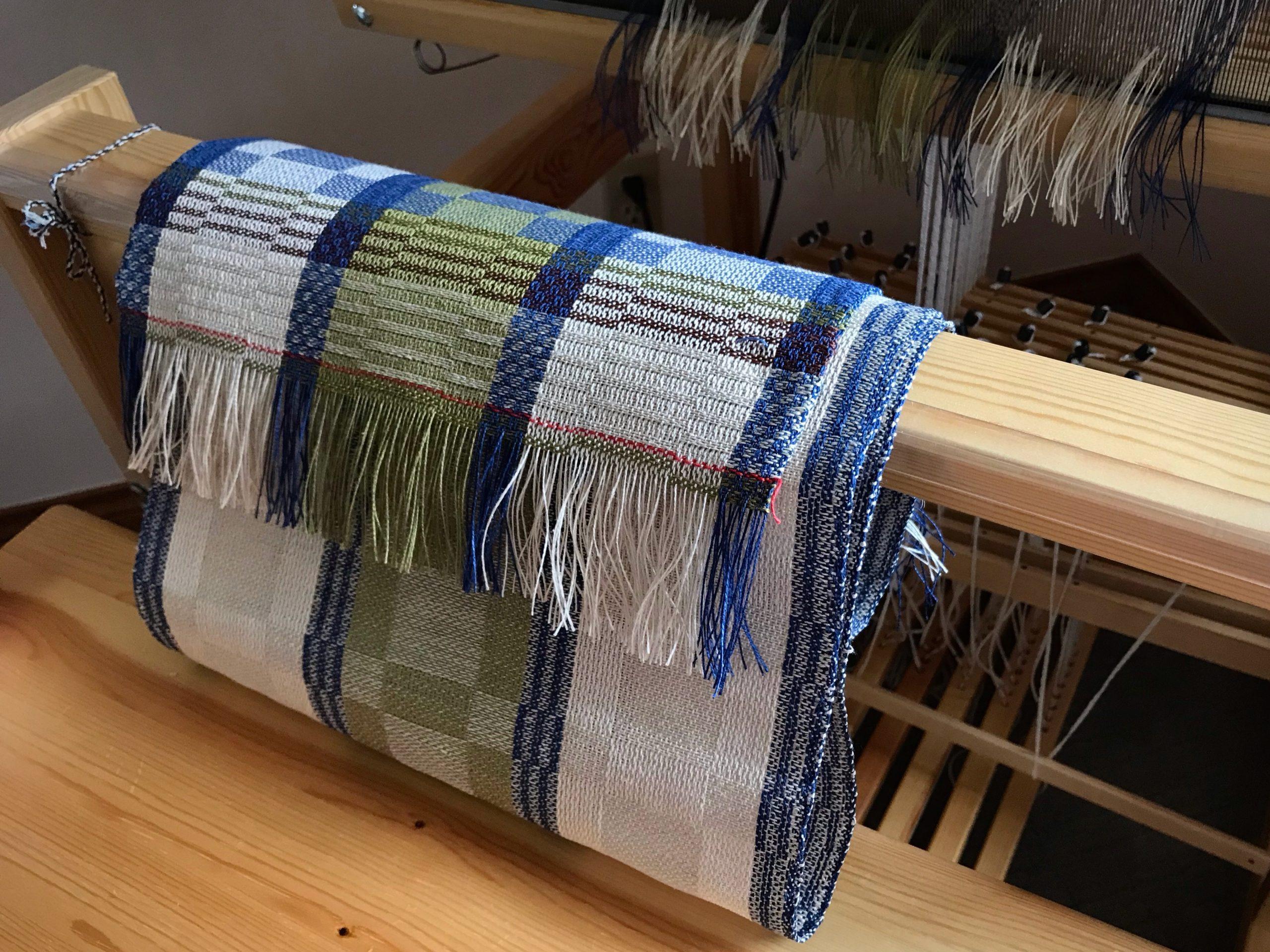 Linen runner just cut off the Julia loom!